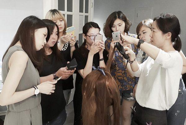 離子夾教學讓造型師學員們學習更多髮型技巧